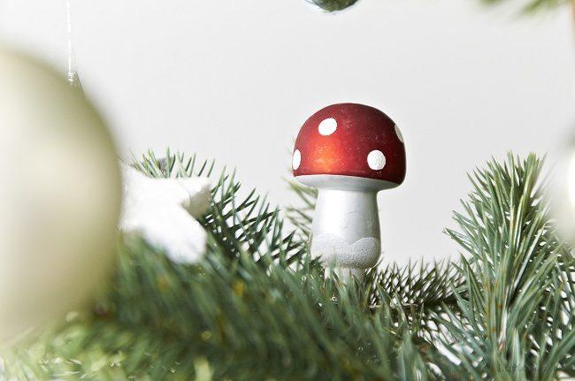 frohe weihnachten mit meinem weihnachtsbaum von ikea. Black Bedroom Furniture Sets. Home Design Ideas