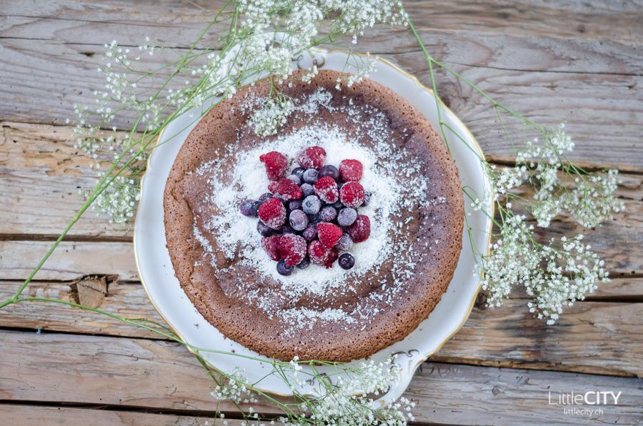 Schokoladen Kuchen mit Beeren Rezept