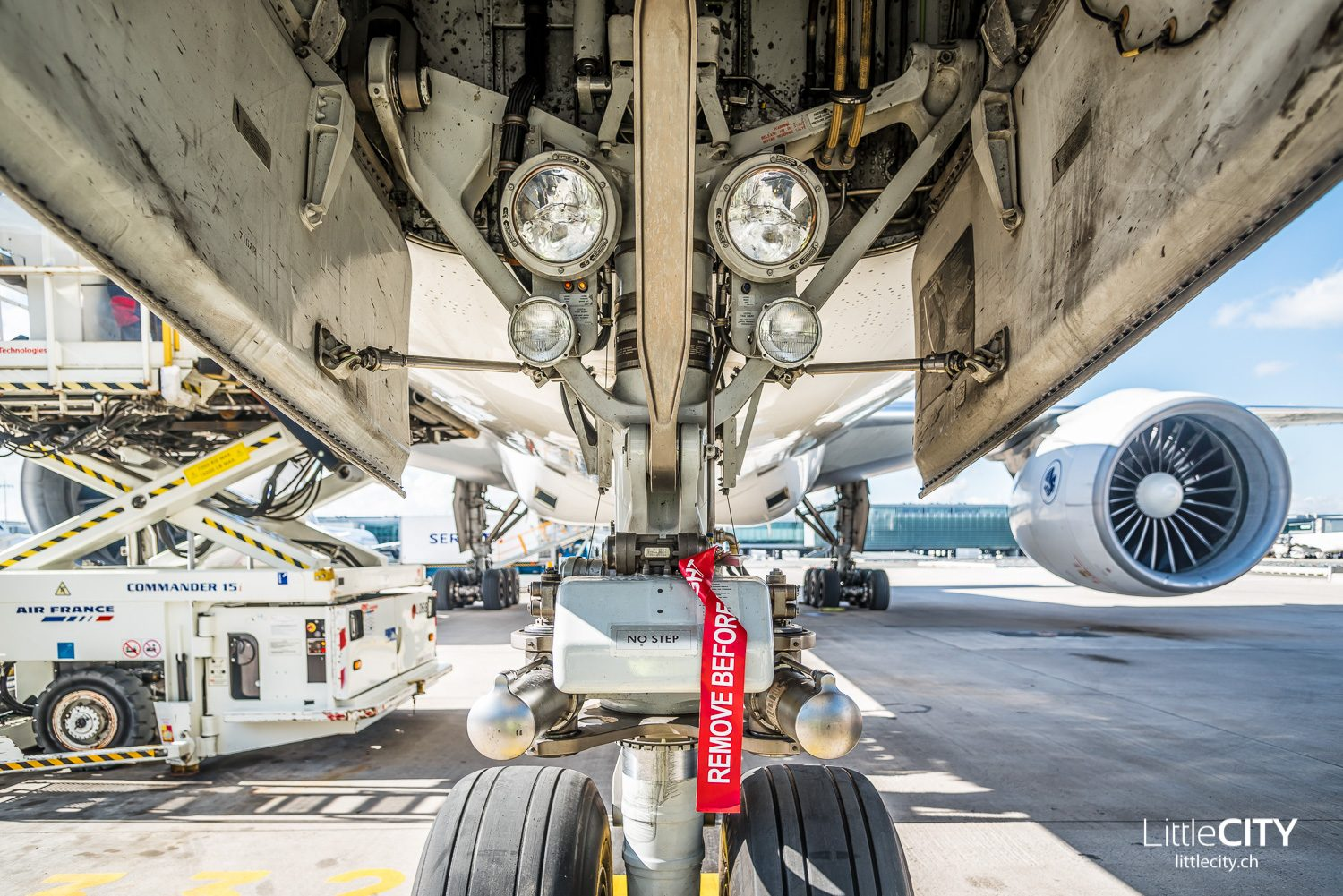 Air France Boeing 777 Pushback - Do not remove before flight