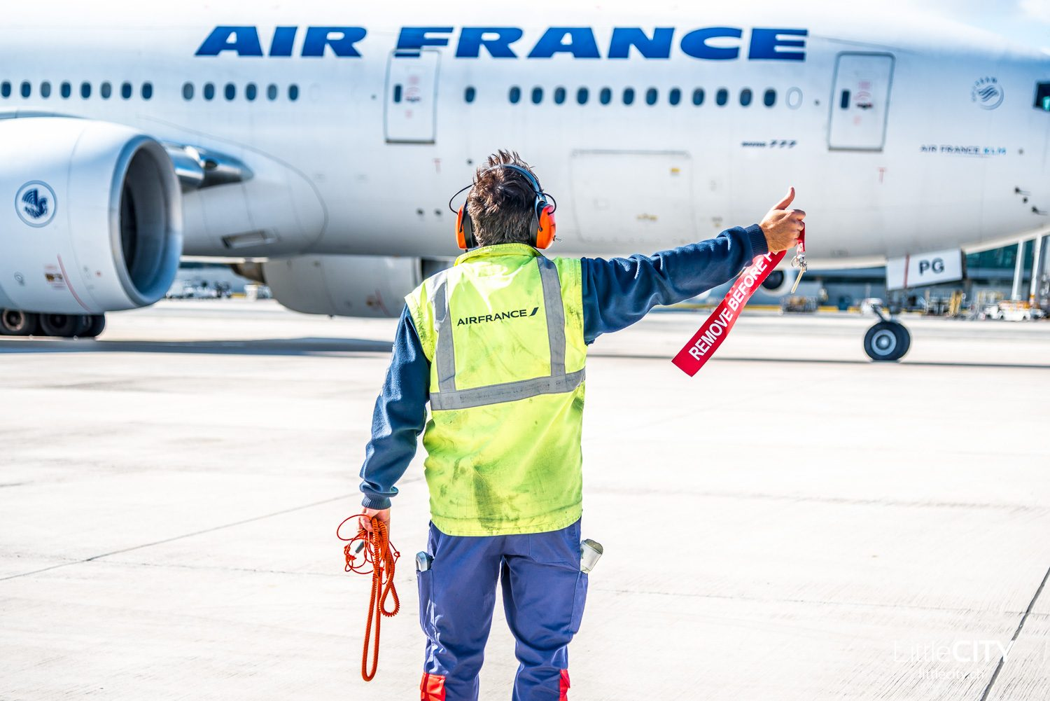 Air France Boeing 777 Pushback - Behind the Scenes at CDG Paris