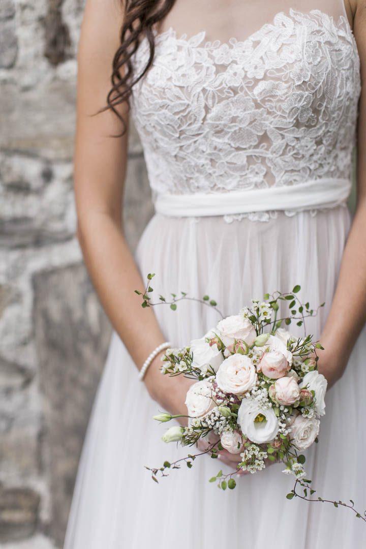 Hochzeit Tessin Brautstrauss romantisches Hochzeitskleid