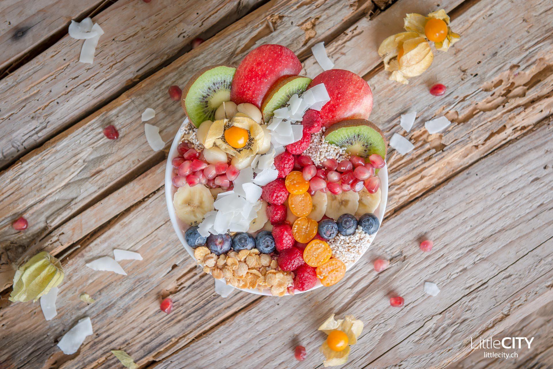 Smoothie Früchte Bowl gesundes Frühstück
