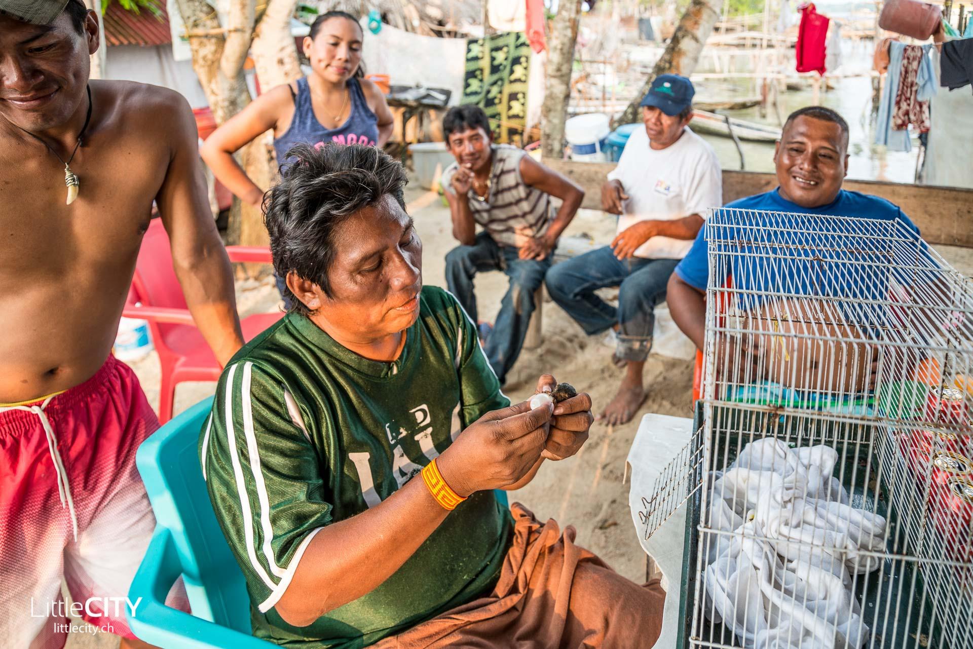 San Blas Kuna Yala Acuadup Männer Panama