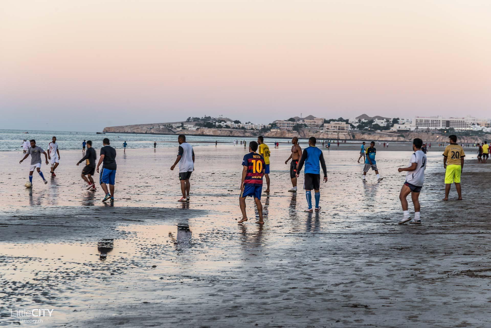 maskat-oman-al-qurum-beach-fussball