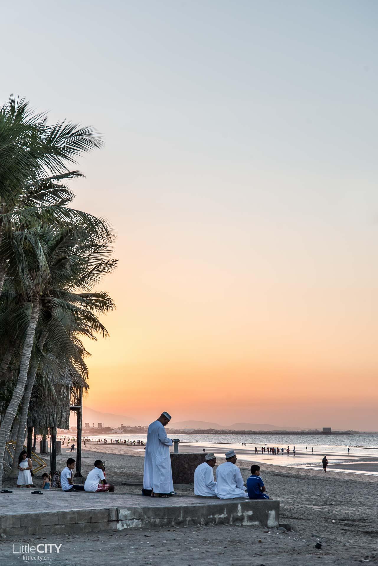 maskat-oman-al-qurum-beach-sonnenuntergang