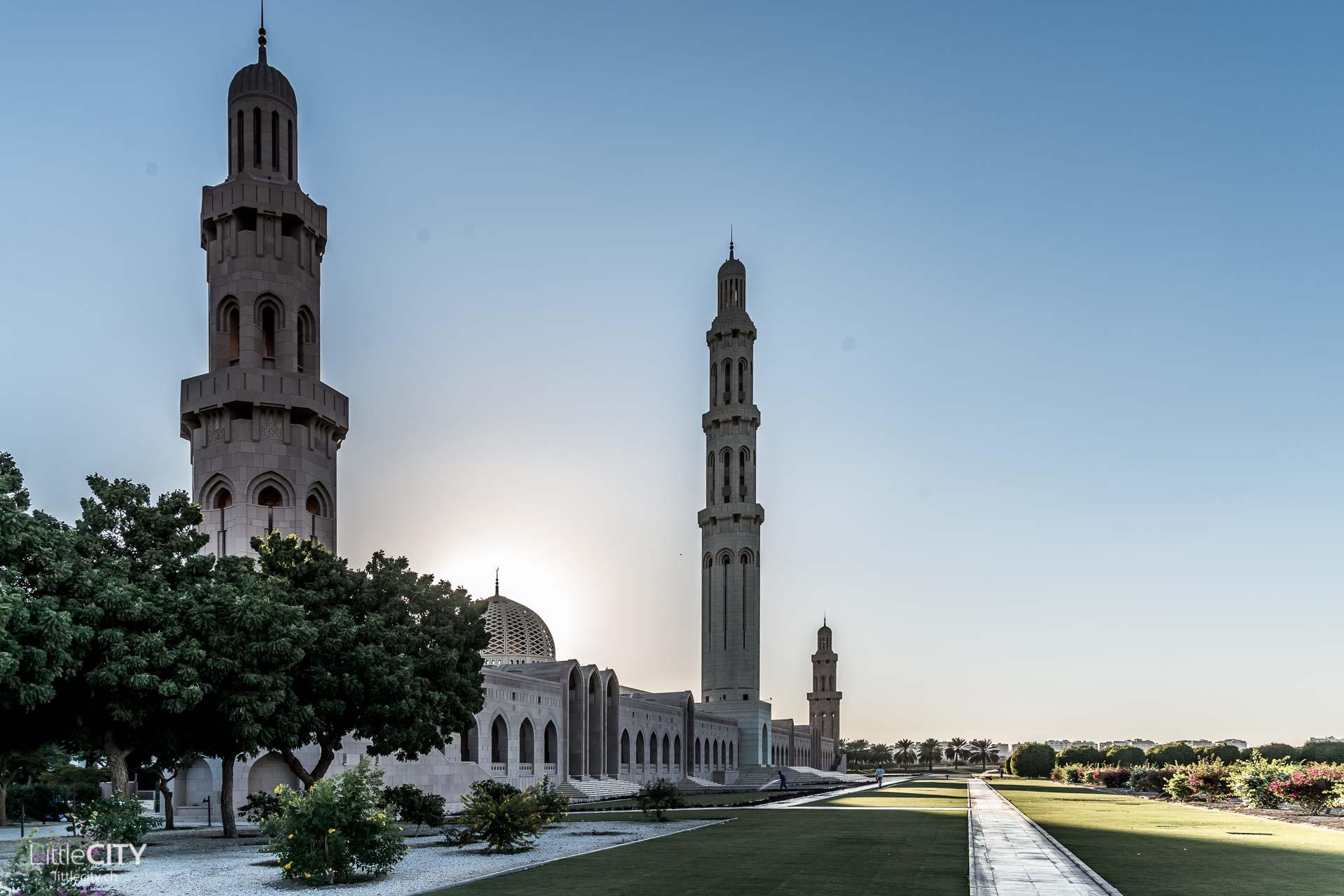 oman-grosse-sultan-qabus-moschee-von-aussen-6