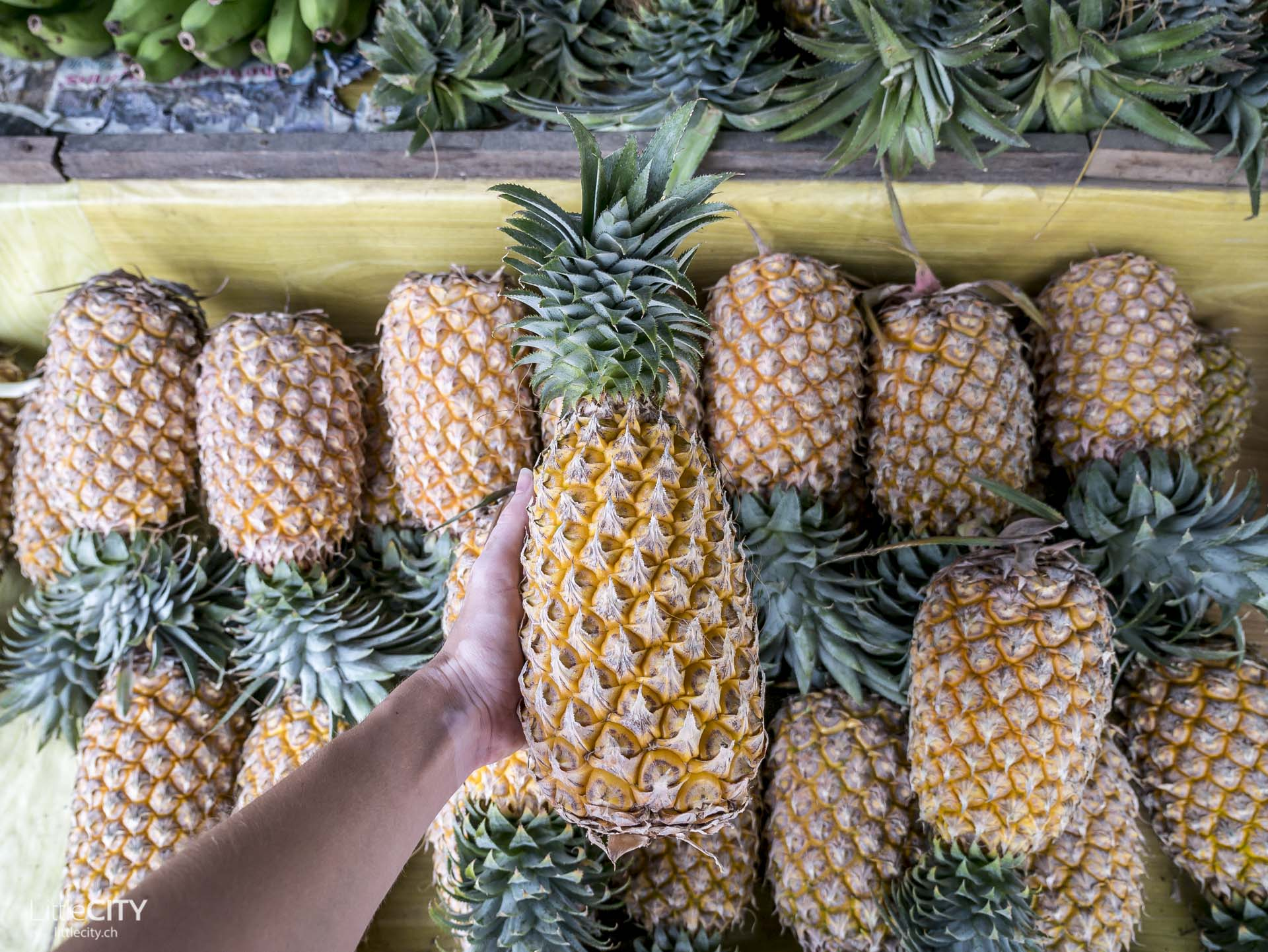 Frische Ananas vom arkt Koh Chang Thailand