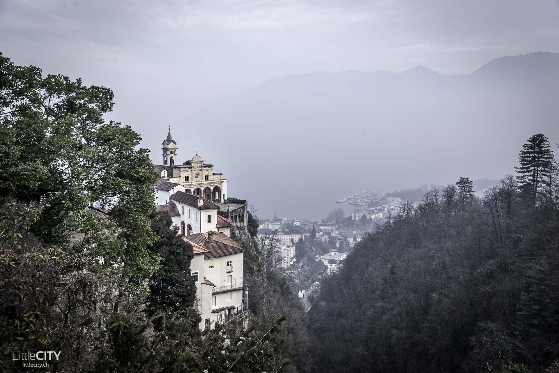 Tessin Sehenswürdigkeit Madonna del Sasso Locarno