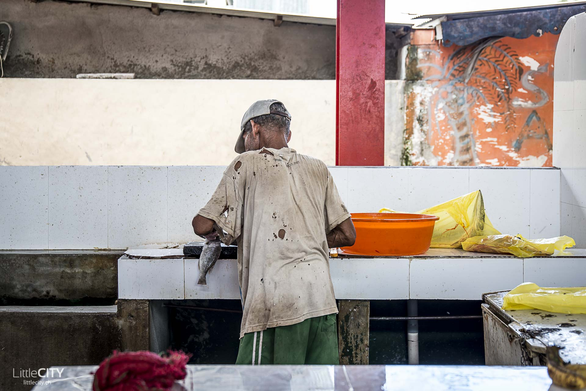 seychellen-victoria-market-fisherman