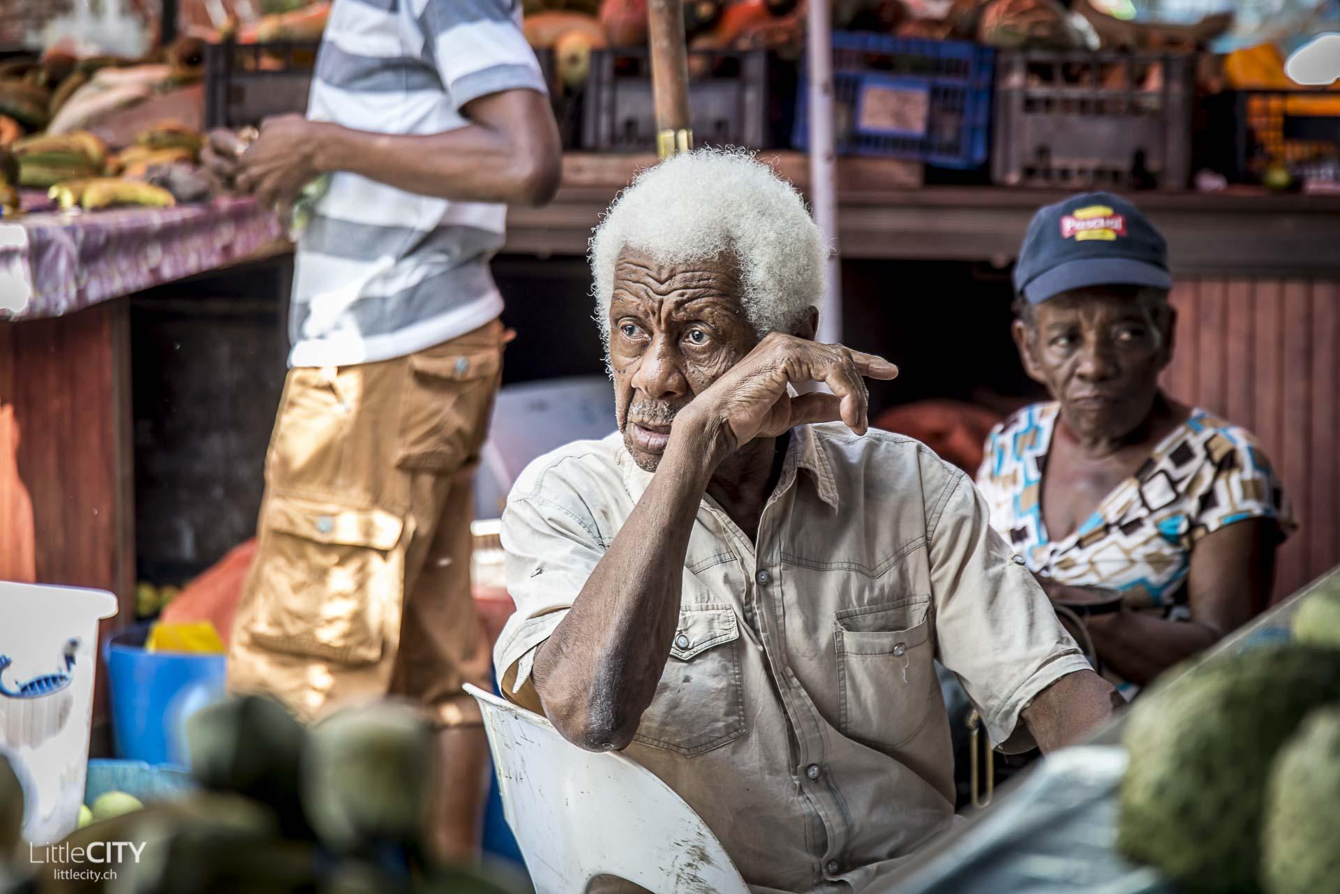 seychellen-victoria-old-man