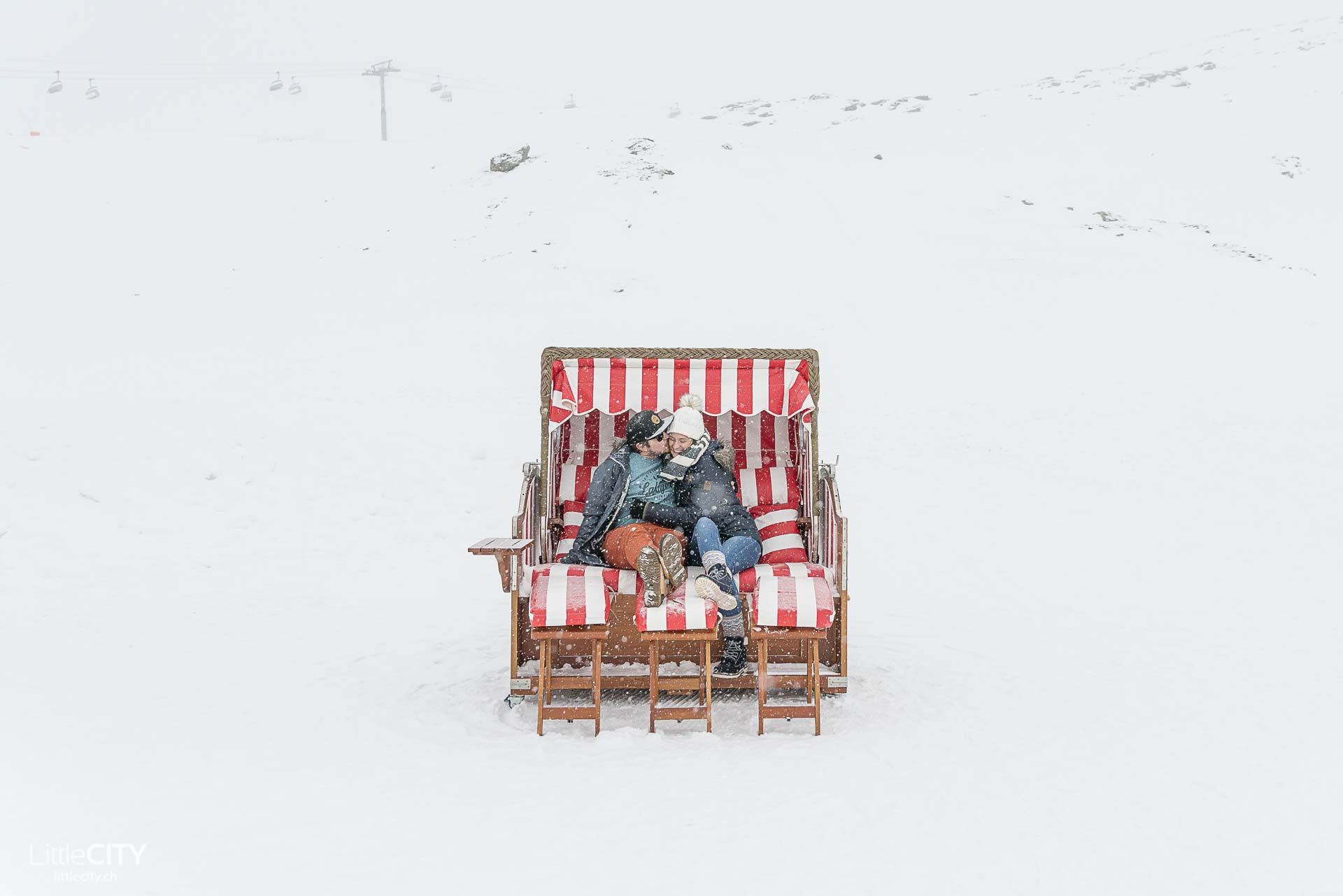 Iglu Dorf Zermatt - Valeria & Adi im Strand Korb