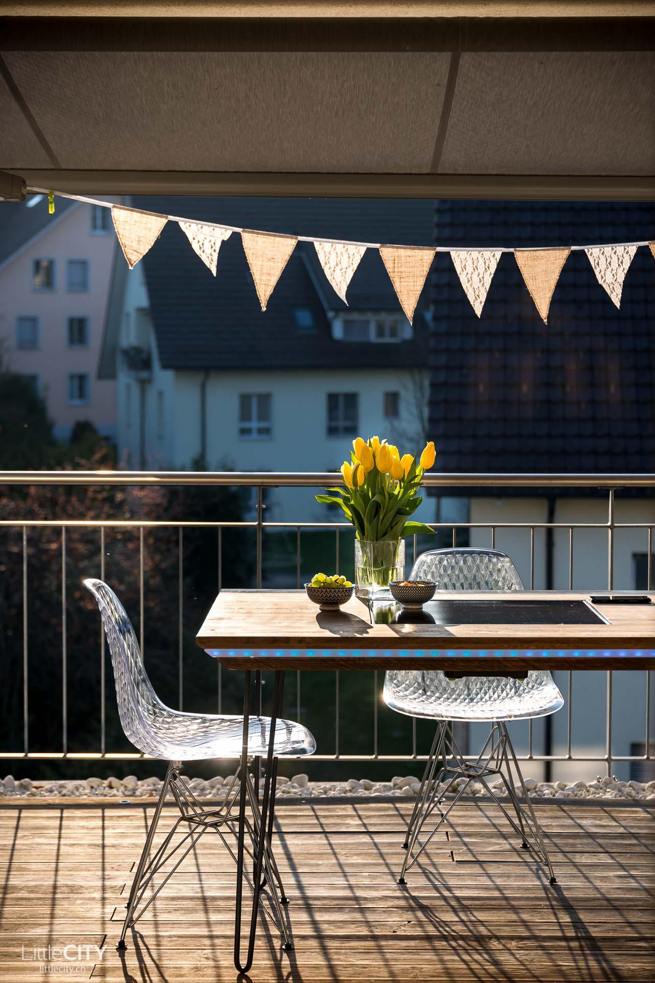 unser app gesteuerter diy hightech balkontisch der tisch aus dem m nnertr ume sind reiseblog. Black Bedroom Furniture Sets. Home Design Ideas