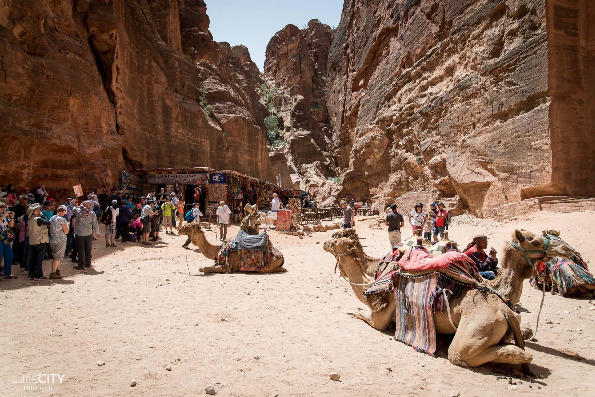 Petra Jordanien Bauwerke & Touristen