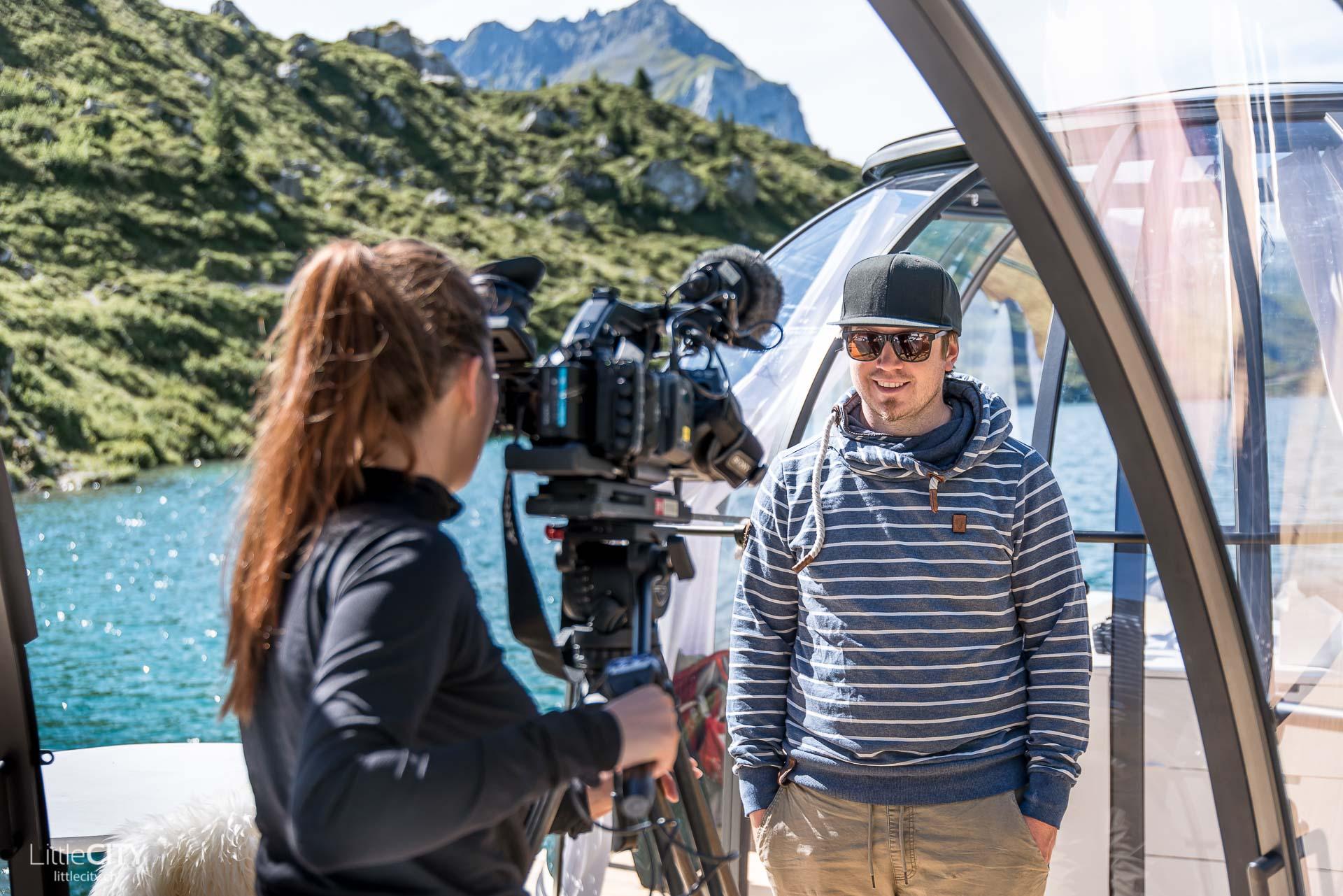 RTR im Bergsee Bungalow - Adi von LittleCITY im Interview