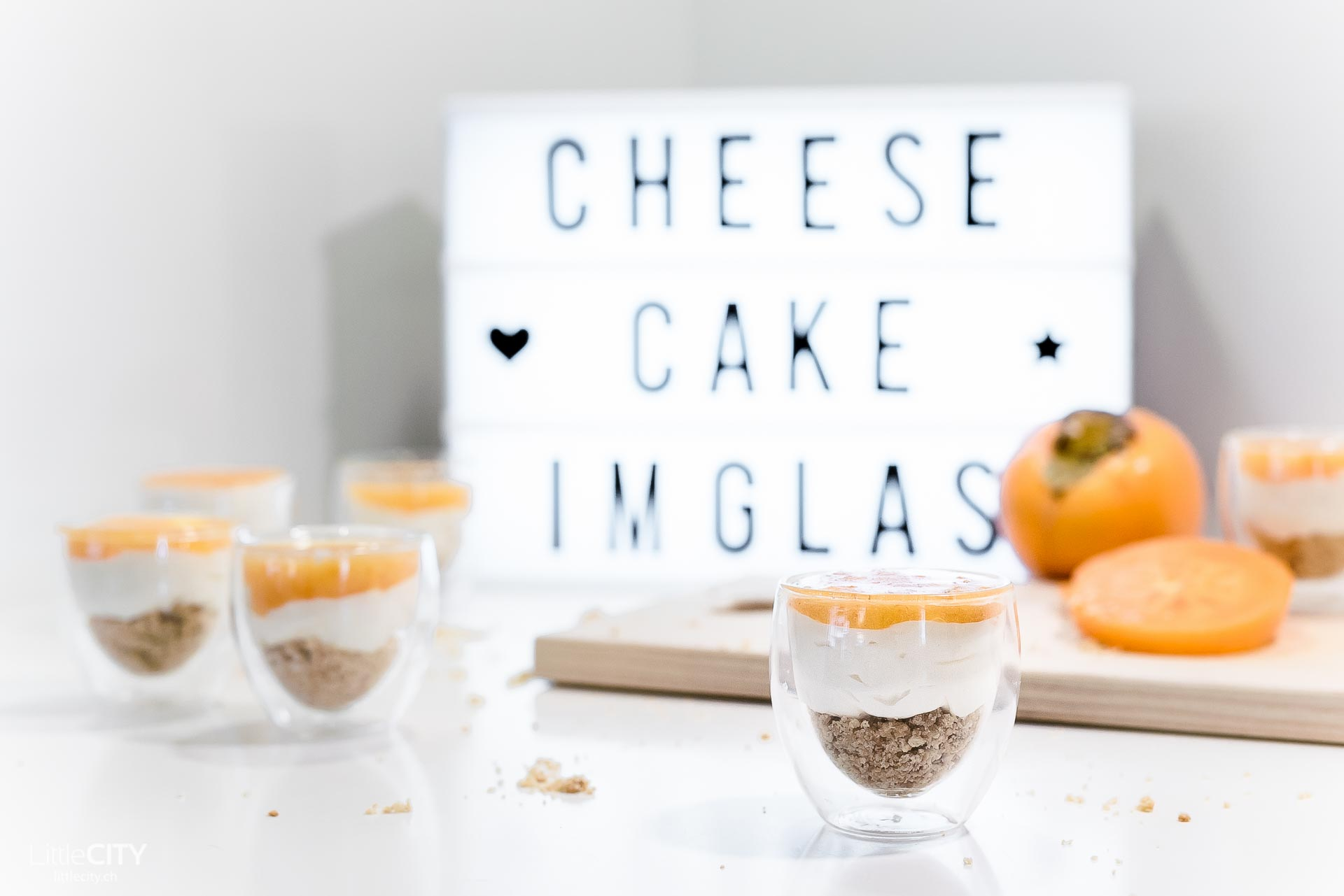 Cheese Cake Dessert im Glas mit Kaki