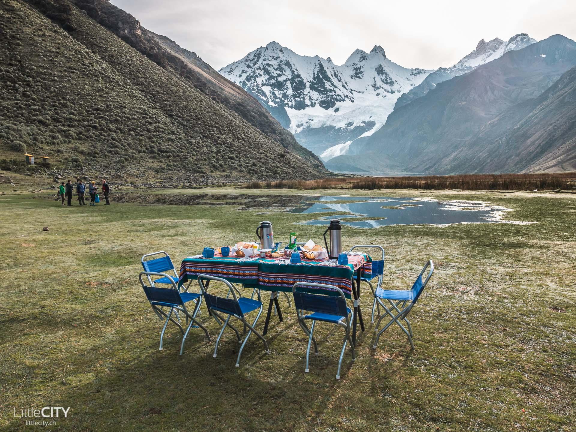 Peru Trecking Jahuacocha Frühstück