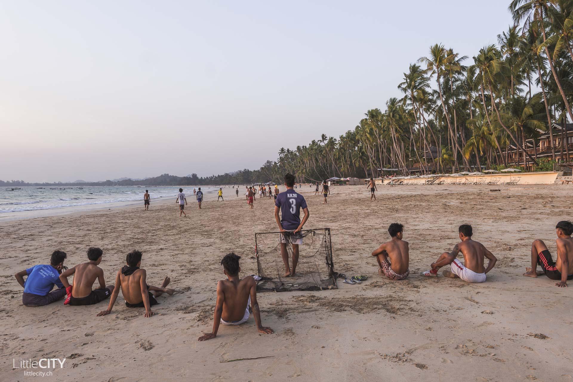 Ngapali Beach Einheimische Fussball