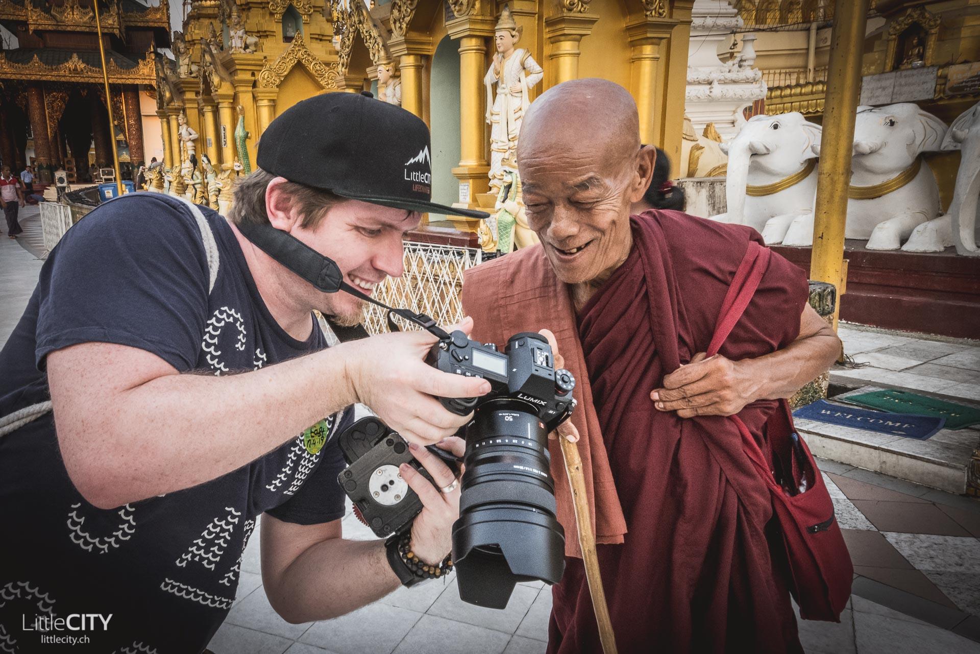 Shwedagon Pagoda Mönch