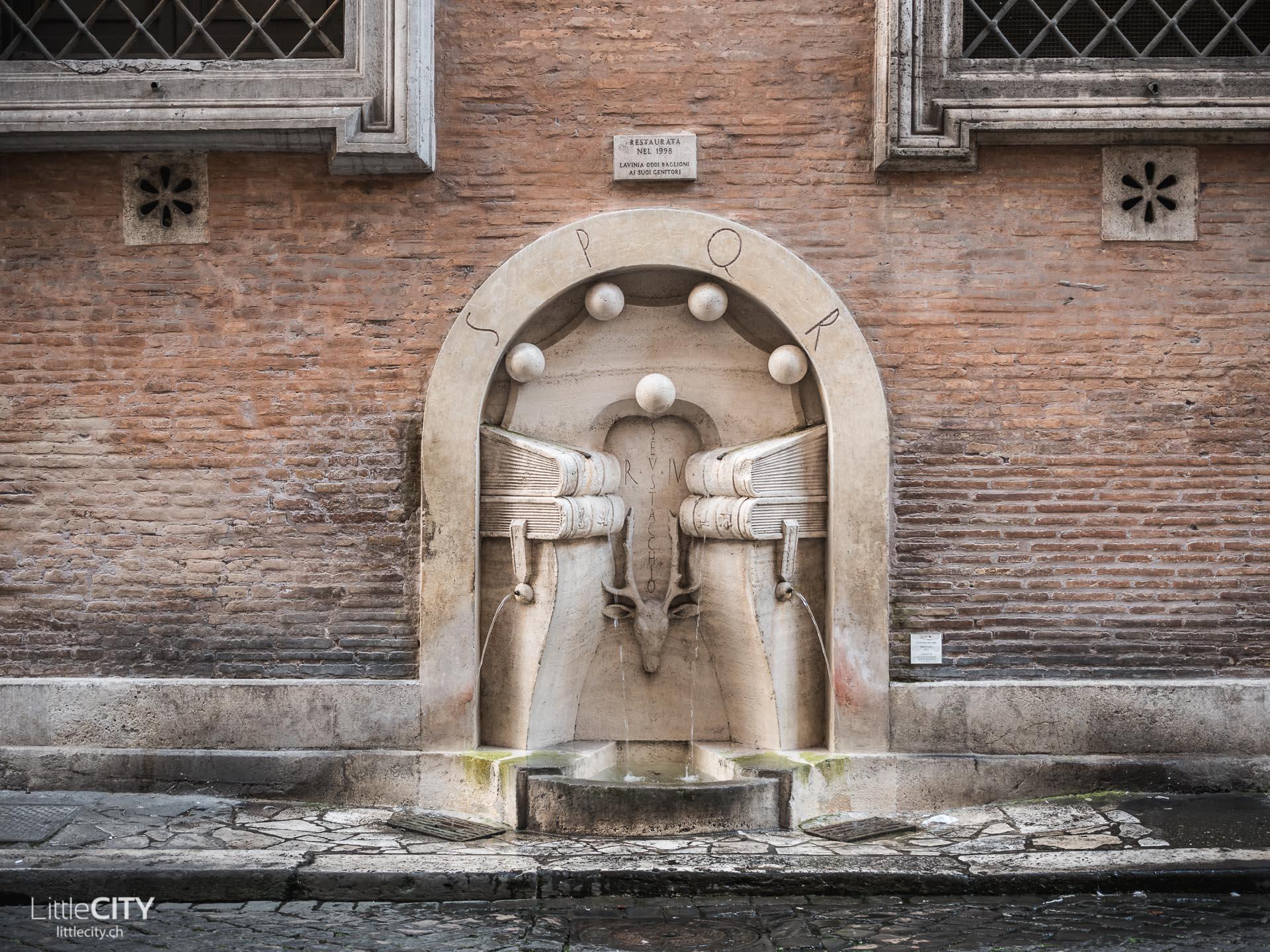 Rom Sehenswürdigkeiten Nasone Trinkwasser Brunnen
